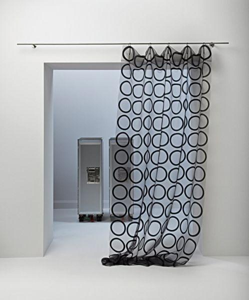 Moderní bytový textil s černým vzorem