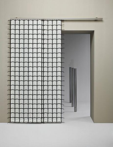 Moderní bytový textil v bílé barvě s černým vzorem