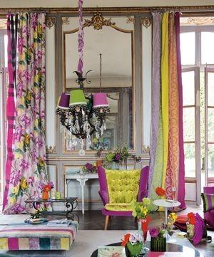 Moderní barevný bytový textil se vzorem