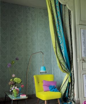Moderní bytový textil v zelených odstínech se žlutými prvky