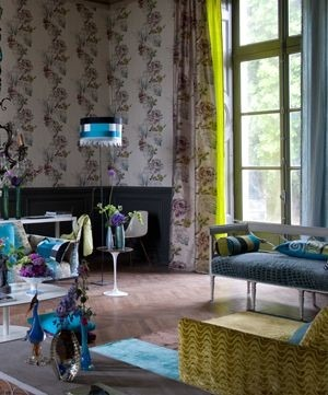 Moderní bytový textil v neutrálních barvách s květinovým vzorem