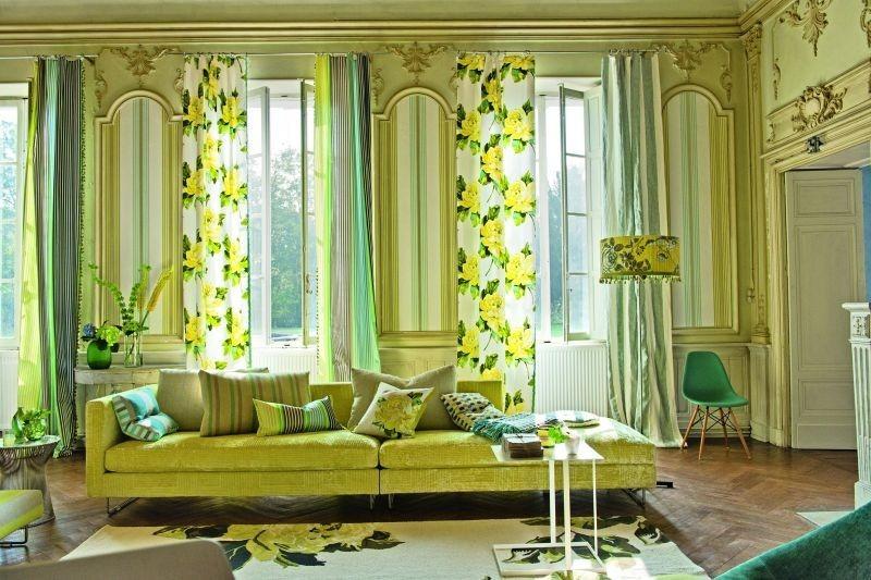 Moderní bytový textil s motivem žlutých květin