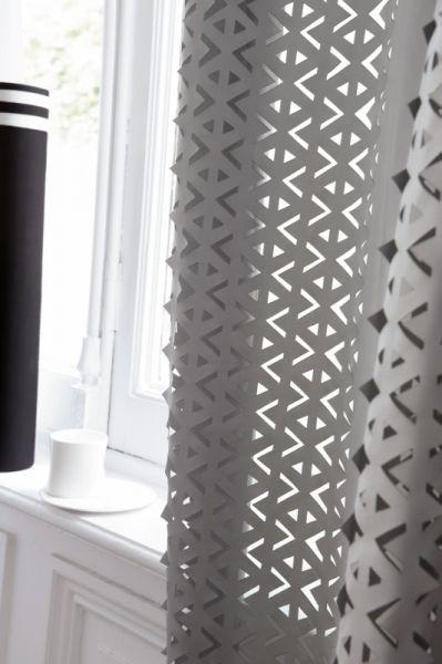 Moderní bytový textil v tmavě šedých odstínech