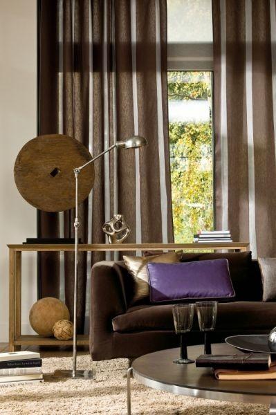 Moderní bytový textil v hnědé barvě