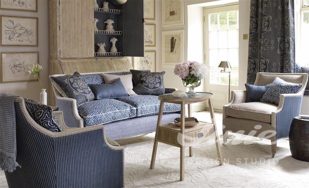 Moderní bytový textil v modrých tónech se vzorem