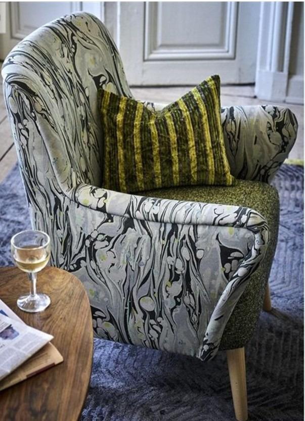 Bytový textil s abstraktním vzorem ve světlých barvách