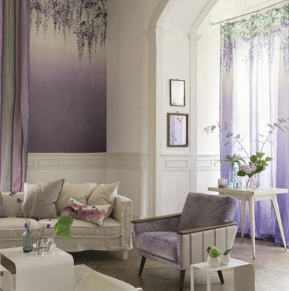 Moderní bytový textil s přírodním vzorem ve fialové barvě