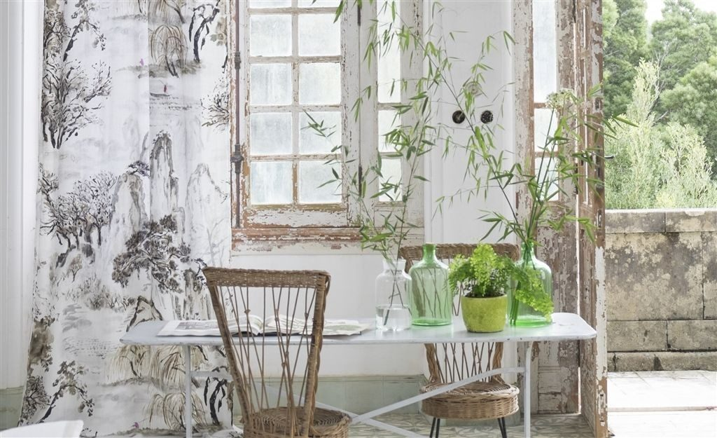 Modetní světlý bytový textil s přírodním vzorem