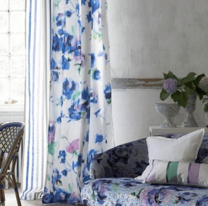 Moderní bytový textil světlý s modrými prvky