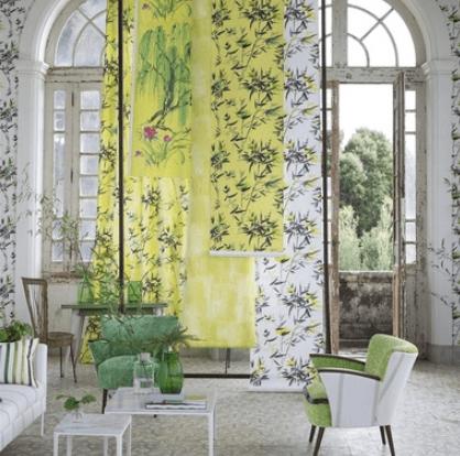 Moderní světlý bytový textil s květinovým vzorem