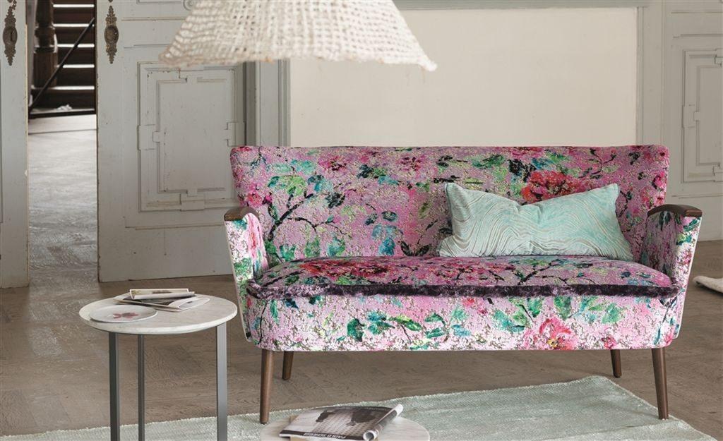 Moderní bytový textil v růžové barvě s motivem květin