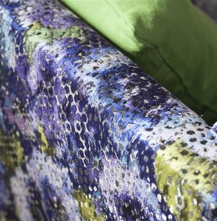 Moderní bytový textil v modro fialových odstínech se vzorem