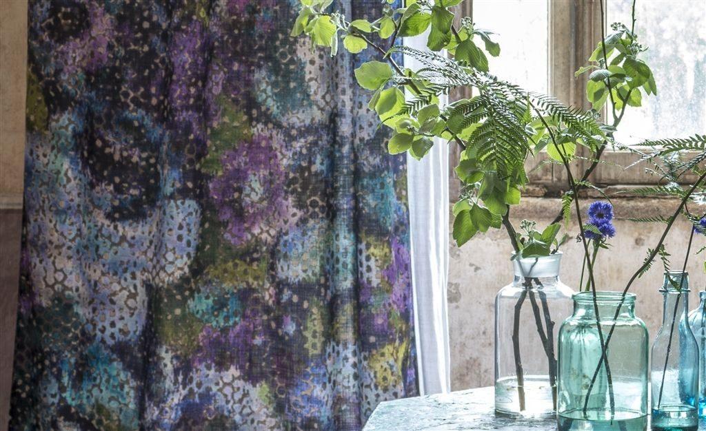 Bytový textil ve fialových a modrých tónech