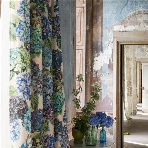 Moderní bytový textil v tlumeně modrých odstínech se vzorem