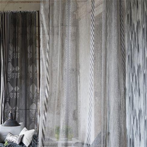 Moderní bytový textil v šedých tónech