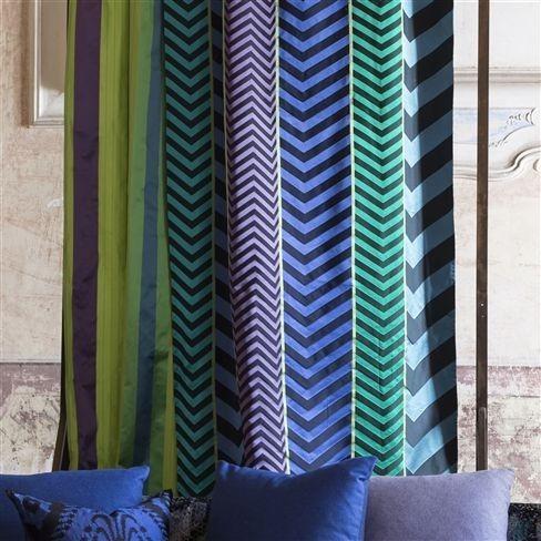 Moderní bytový textil v modrých odstínech s výrazným vzorem
