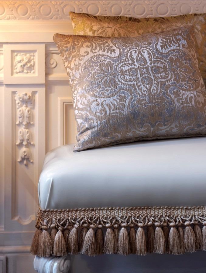 Luxusní bytový textil s propracovaným vzorem