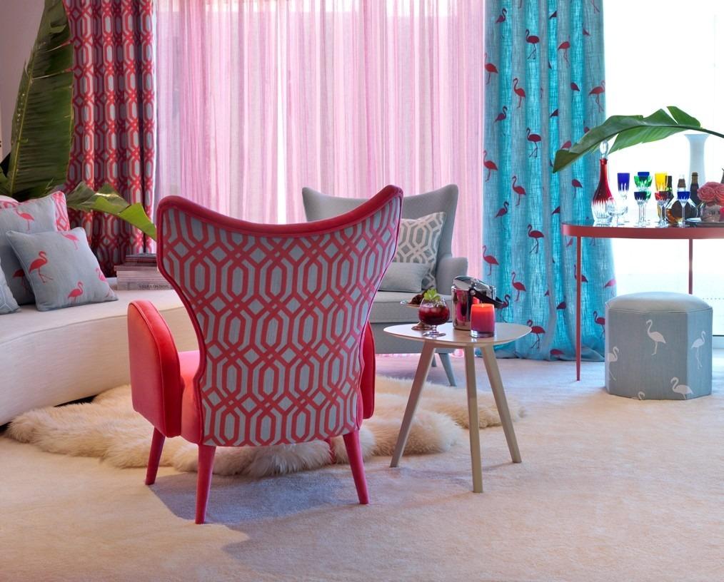 Moderní bytový textil v různých barvách se vzorem