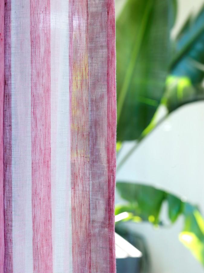 Moderní bytový textil s barevnými proužky