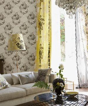 Moderní bytový textil se žlutými prvky a klasickým vzorem