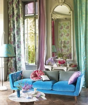 Moderní bytový textil v různých pastelových barvách se vzorem