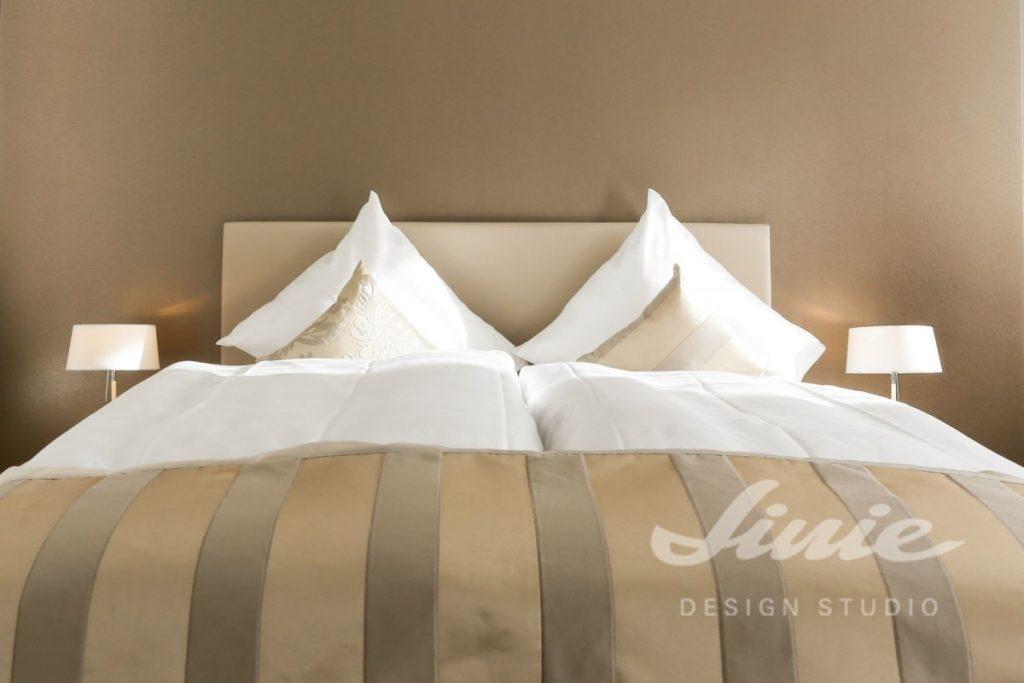 Hotelový pokoj v neutrálních barvách 2