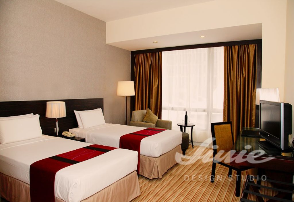 Hotelový pokoj v klasických barvách