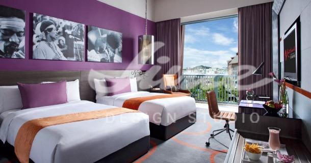 Hotelový pokoj ve fialových barvách 2