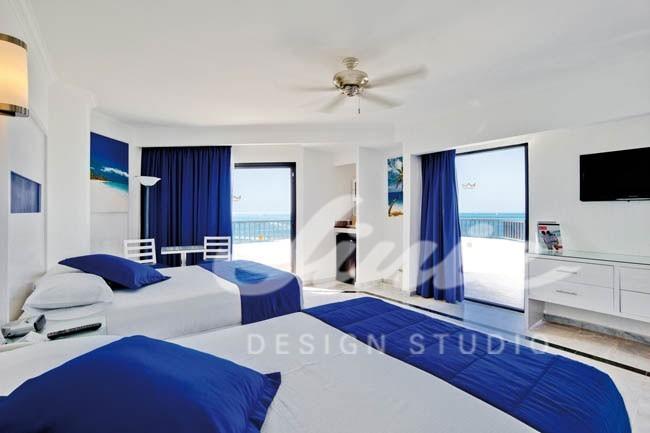 Hotelový pokoj s modrými prvky