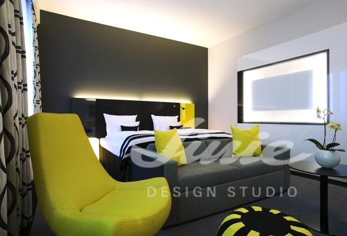 Hotelový pokoj ve žlutých odstínech 2