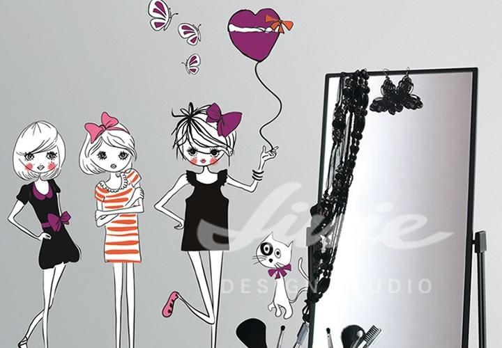 Nástěnné samolepky tří panenek s jedním balonkem a kočkou a zrcadlo