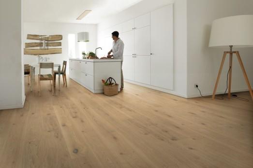 Dřevěná podlaha v přírodní barvě 2