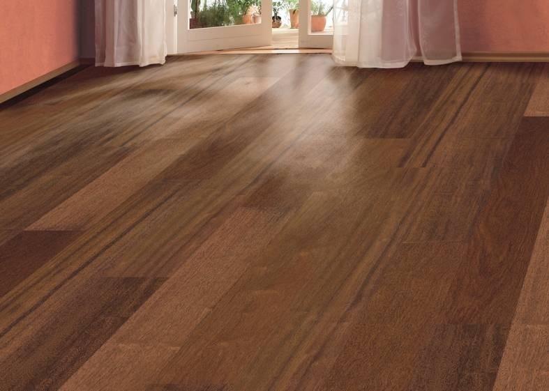 Dřevěná podlaha v tmavé barvě 2