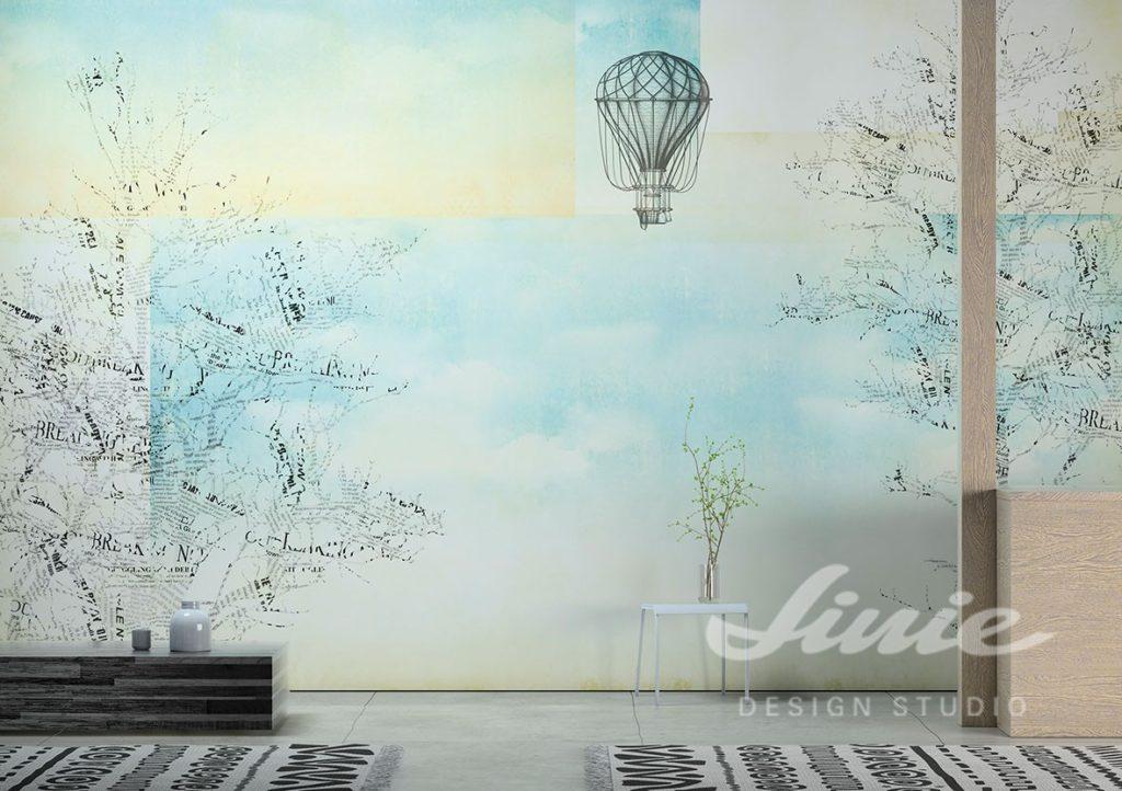Fototapeta s motivem balonu a stolek s dekorací