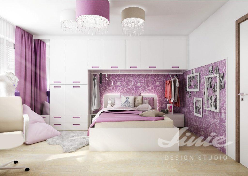 Dětský pokoj s bílým nábytkem a fialovými detaily