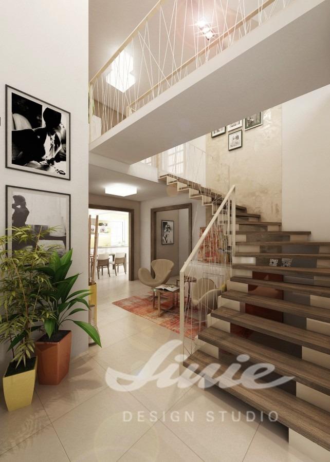 Moderní hala se schodištěm z tmavého dřeva