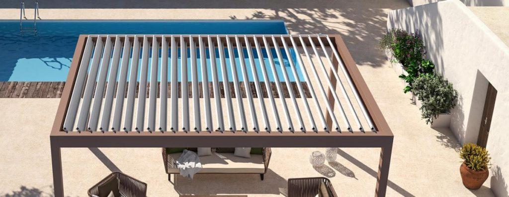 Obdélníková pergola se střešním stíněním u bazénu