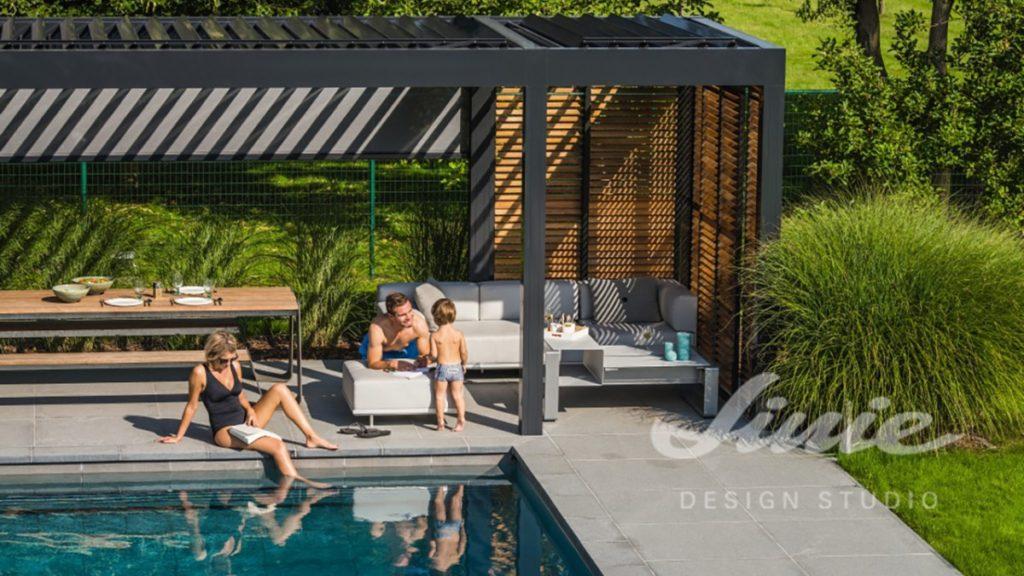 Venkovní terasa černá u bazénu