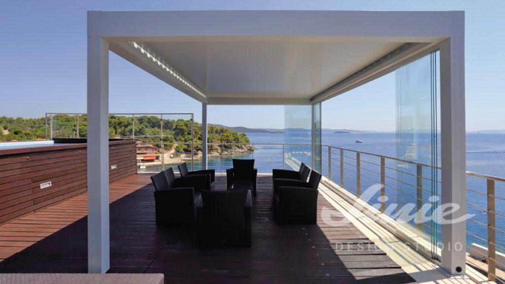 Venkovní terasa bílá u moře