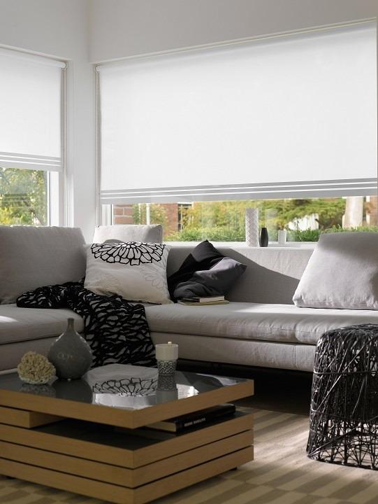 Interiérové rolety v obývacím pokoji