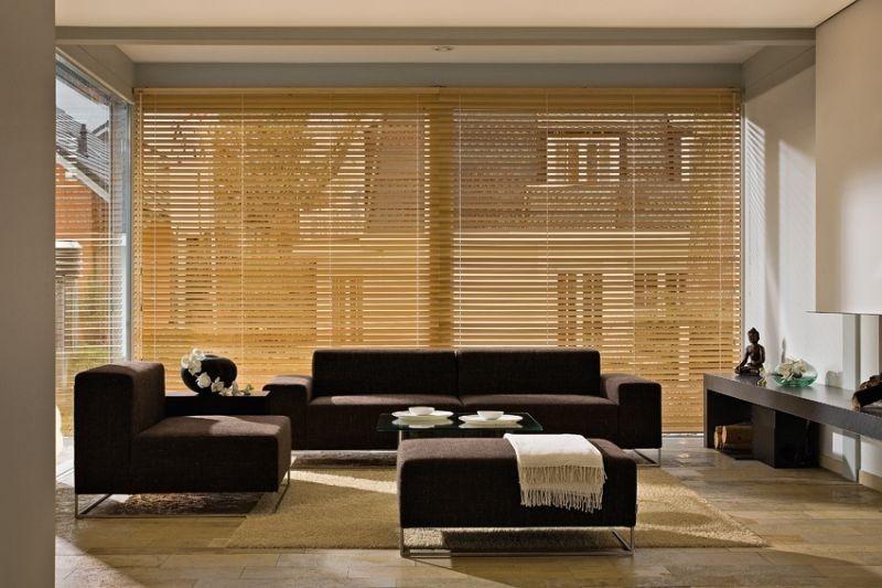 Interiérové žaluzie v obývacím pokoji