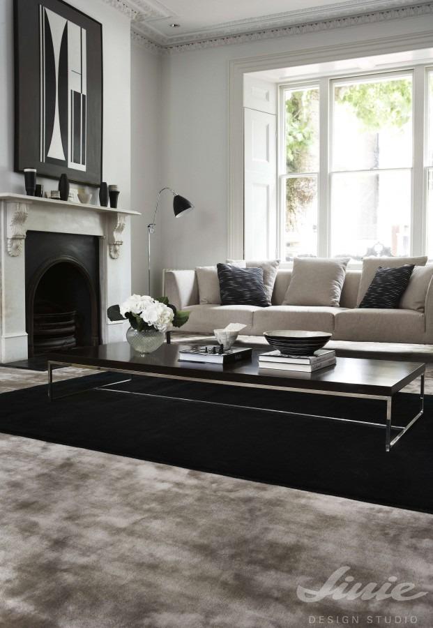 černý jednobarevný kusový koberec