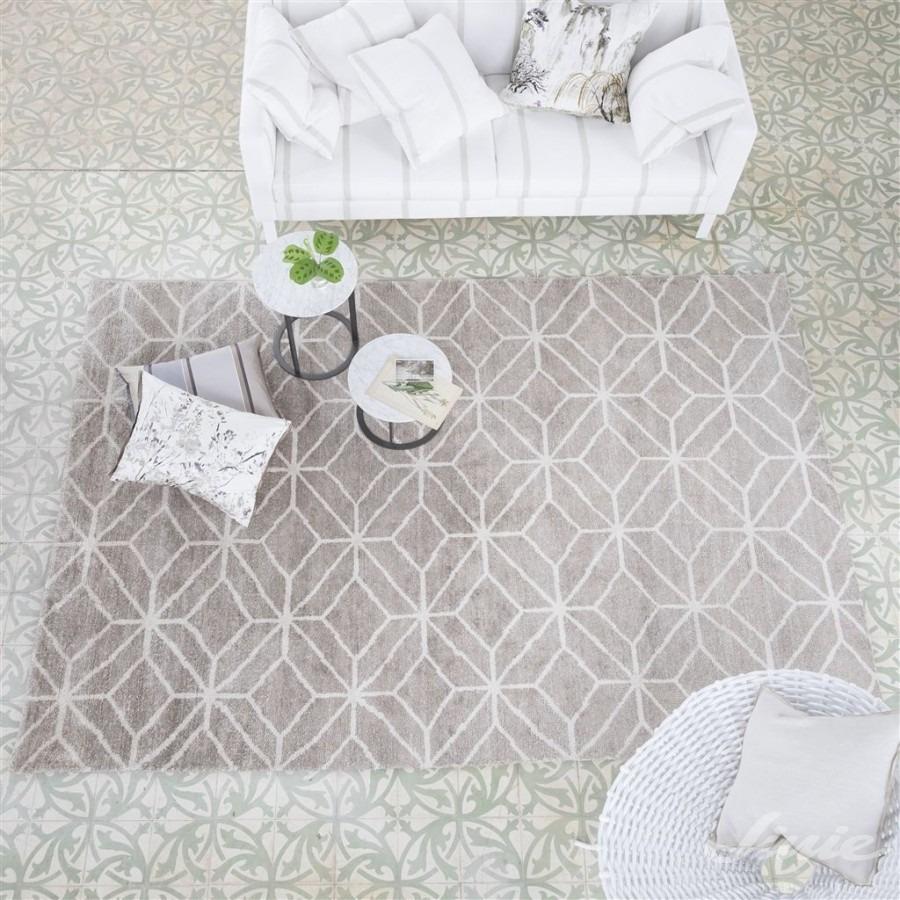 Interiérový kusový koberec s geometrickým vzorem v neutrálních barvách s geometrickým vzorem