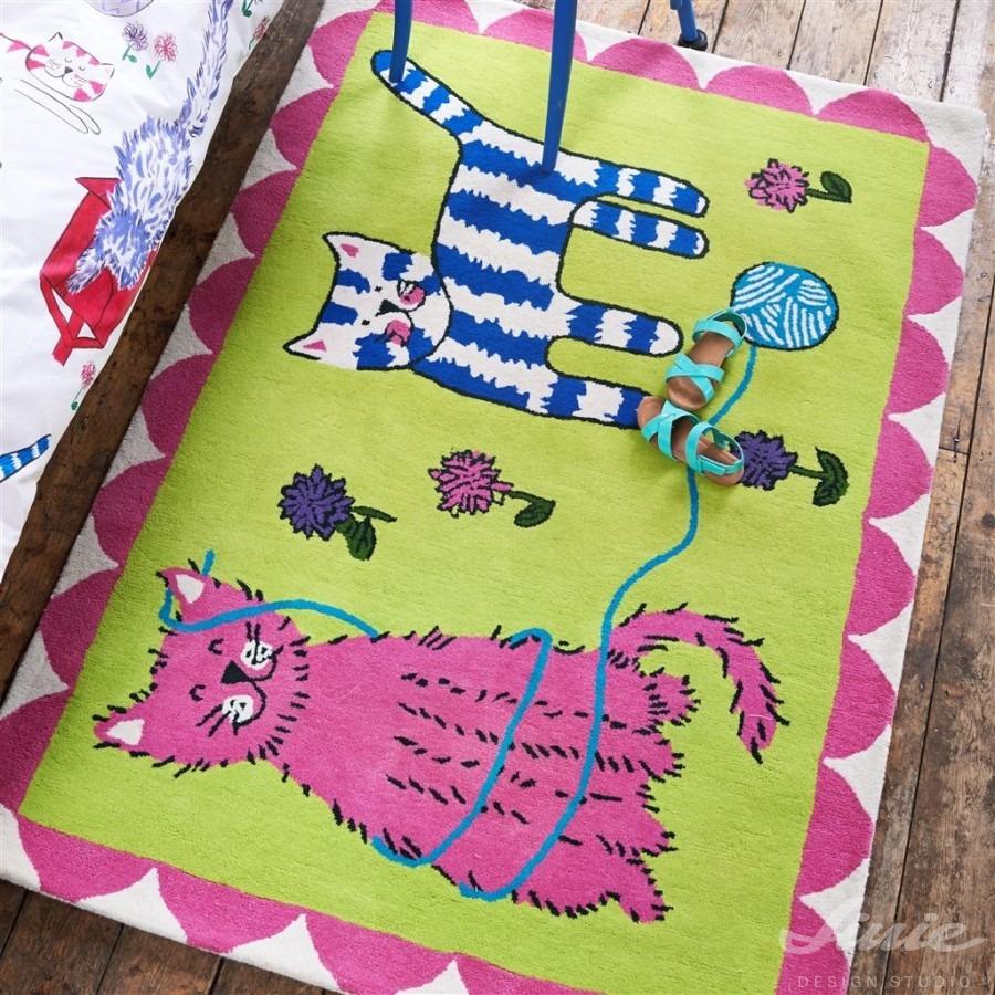 Dětský kusový interiérový koberec s barevným motivem koček