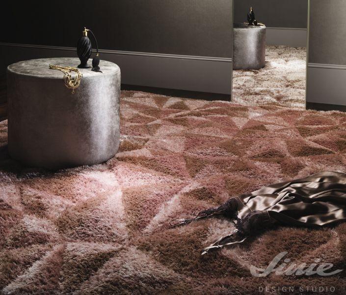luxusní hnědý koberec stepevi