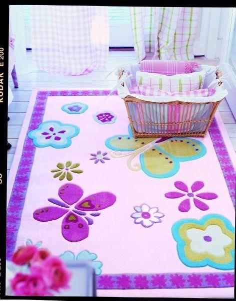 Dětský interiérový kusový koberec s barevným vzorem motýlů