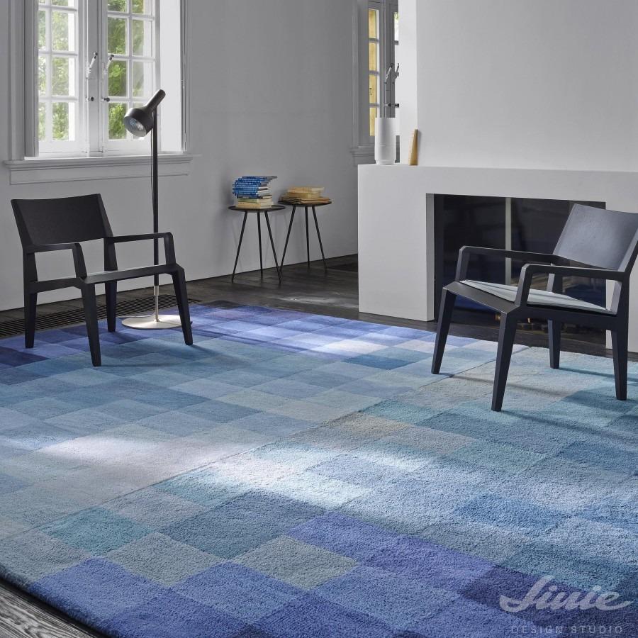 Interiérový kusový koberec s motivem modrých kostek
