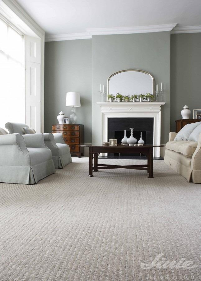 Interiérový koberec v neutrální šedé barvě