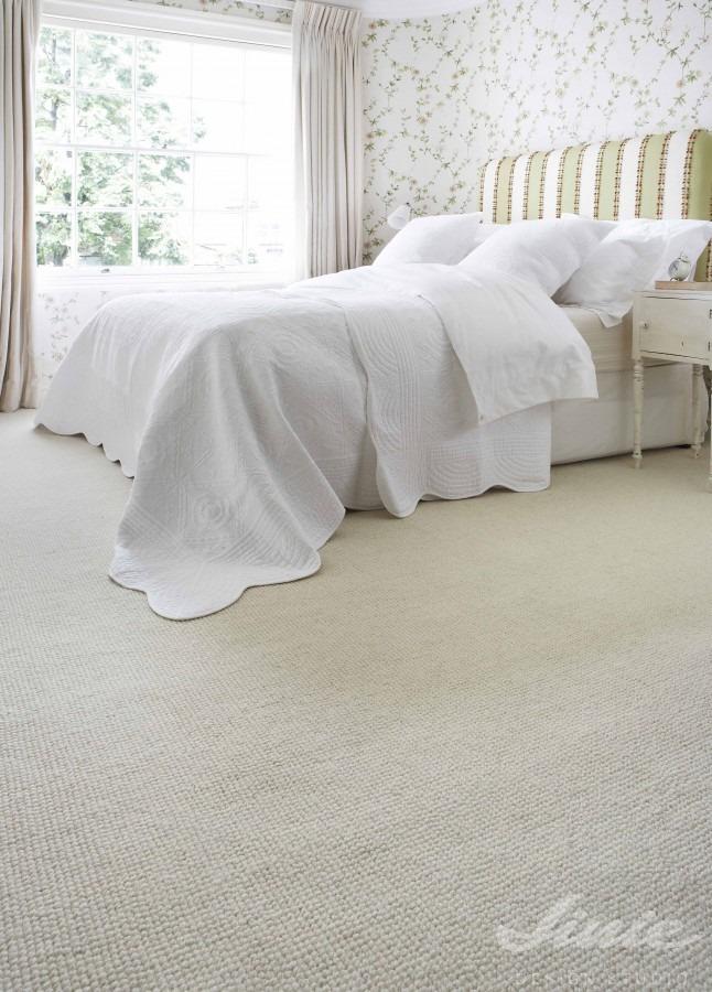 Interiérový koberec v pískové barvě