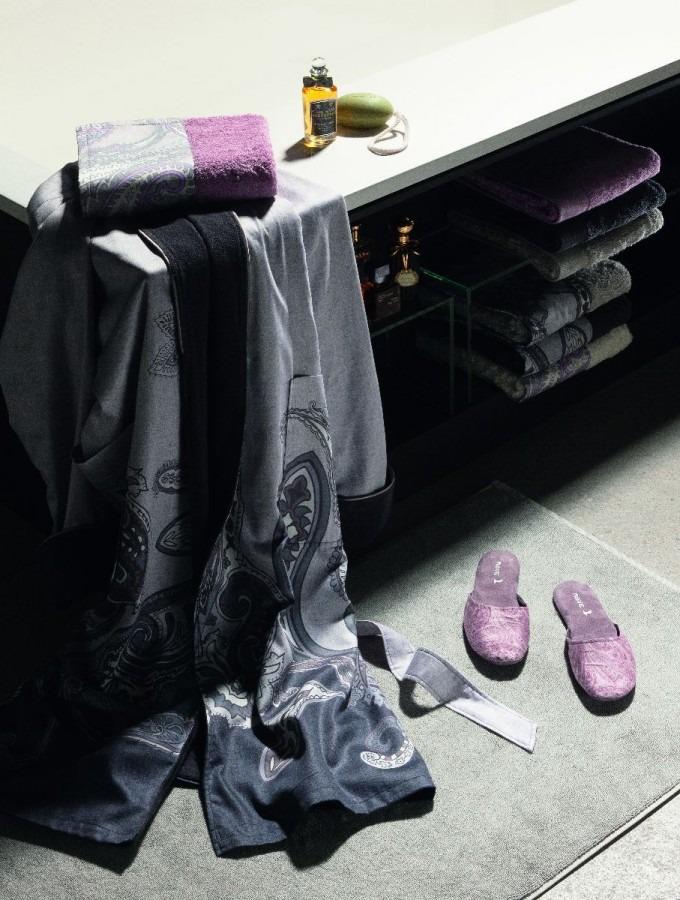 Koupelnová souprava ve fialové barvě